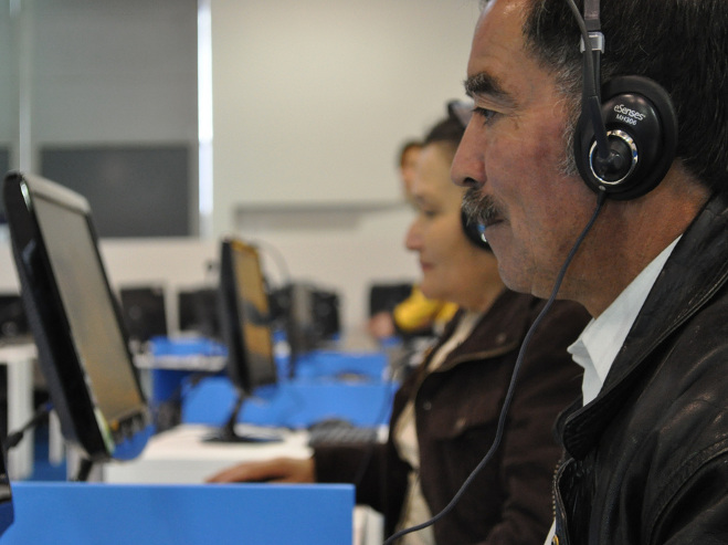 Colombianos dedican más tiempo a Internet que a la televisión