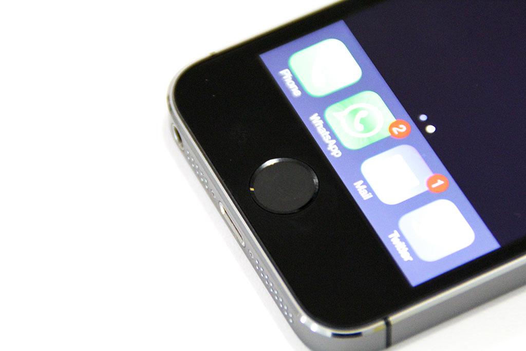 El lector es el mismo botón de 'home' pero con una cubierta de zafiro. Imagen:ENTER.CO