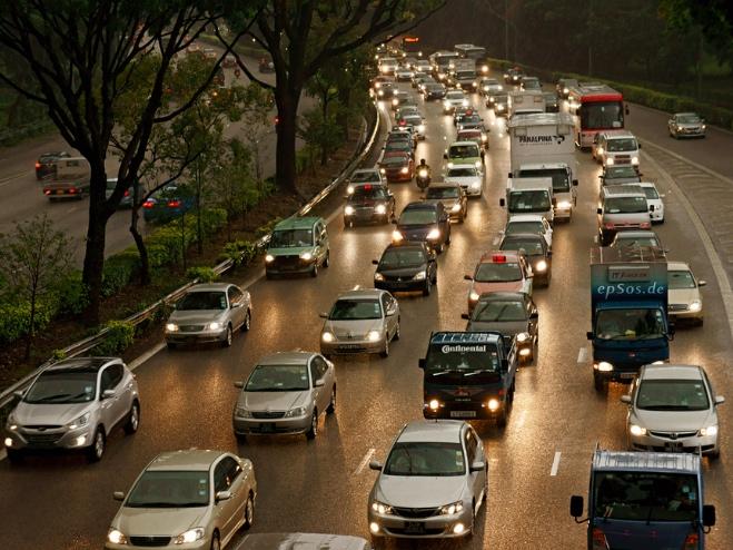 El tráfico es una de las prioridades de las ciudades inteligentes. Imagen: epSos.de (vía Flickr).