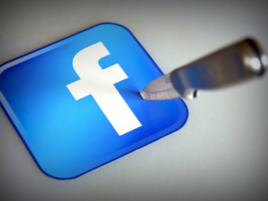 Facebook ha sido cuestionado por el experimento que realizó sin el consentimiento de los usuarios.