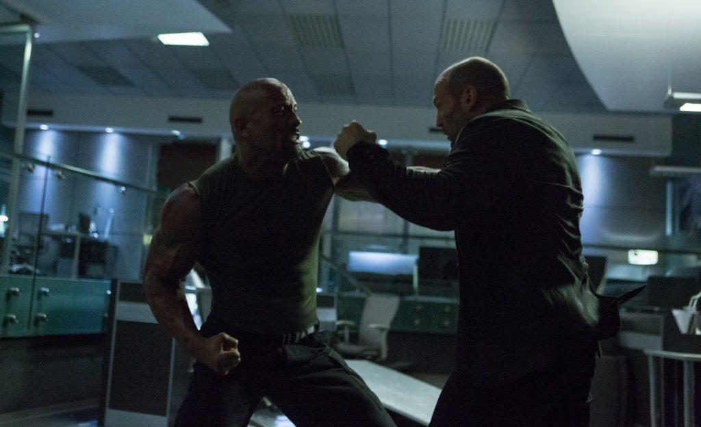 El duelo The Rock - Statham es memorable. De los mejores combates que he visto en el cine.