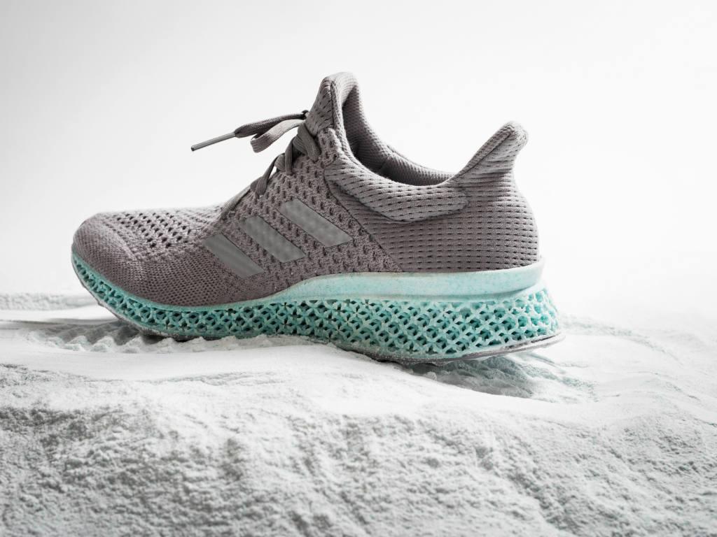 Adidas presenta un nuevo modelo impresionante.