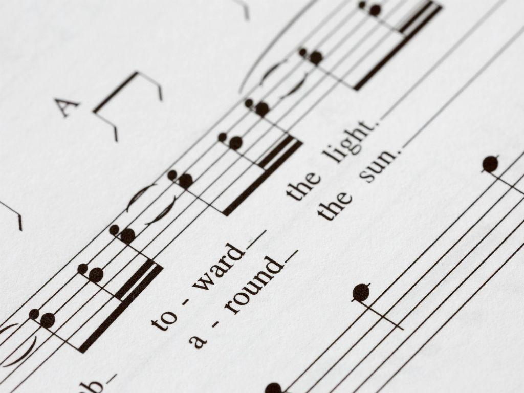 No tienes que entrar a otros sitios para leer la letra de una canción.