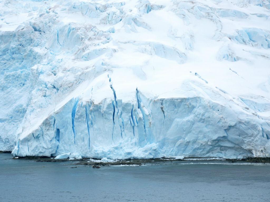 El hielo más grueso protege al hielo nuevo y frágil.