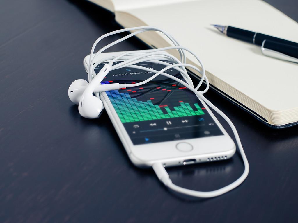 Según Music Business Association, ahora lo digital, el streaming y las pistas individuales son las que están liderando la industria musical.