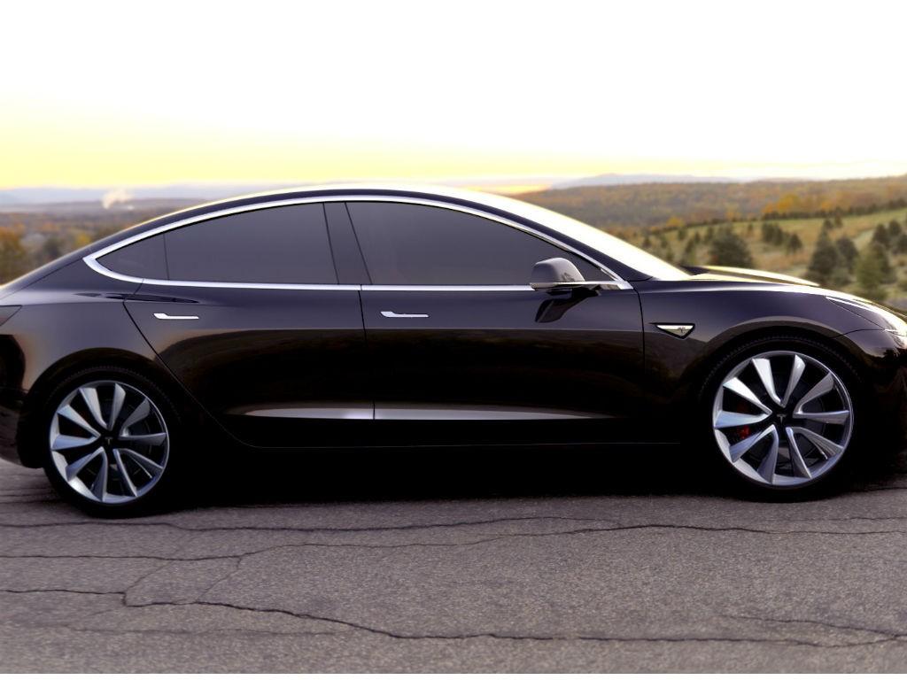Este carro cuesta 35.000 dólares.