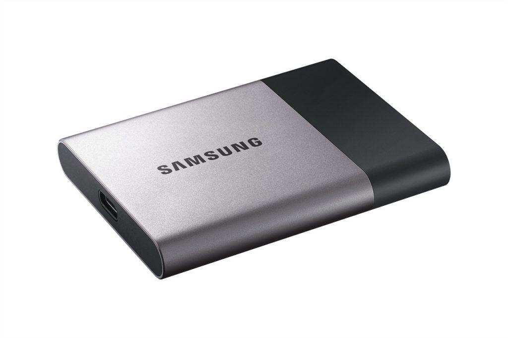 Las unidades de almacenamiento tienen mayor capacidad que una USB.