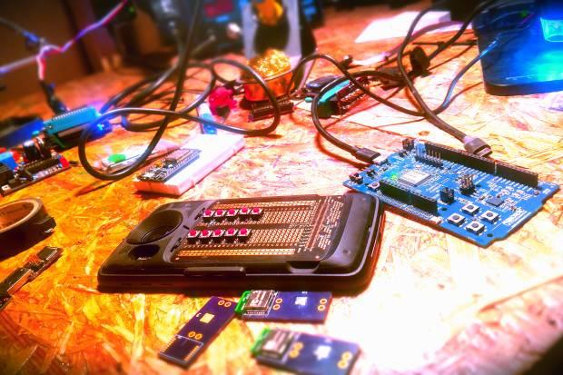 Un control remoto universal que funciona hasta para el internet de las cosas.