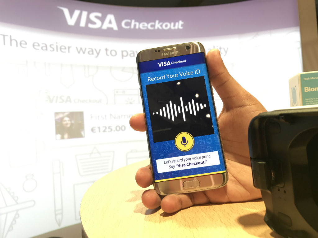 Probamos la aplicación Visa Checkout en un dispositivo de realidad virtual.
