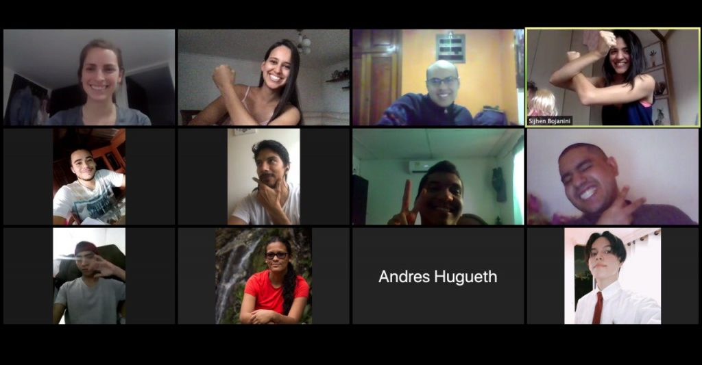Grupo de 12 personas en una videollamada de Zoom