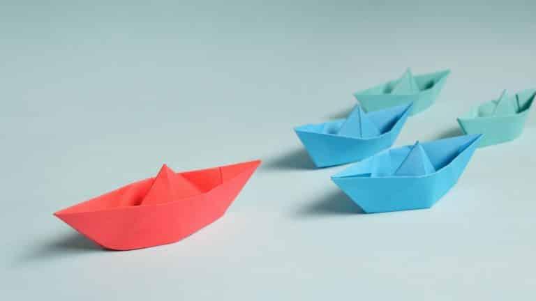 Cuatro barcos de papel. Representación del liderazgo