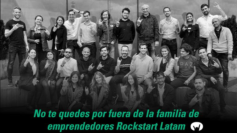 Grupo de emprendedores saludando.Aceleración de emprendimientos.