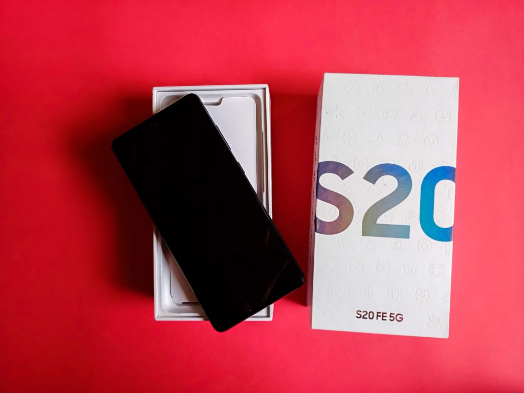 Unboxing Samsung Galaxy S20 FE